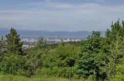 Paysage urbain de capitale bulgare Sofia du haut de montagne tout près Knyazhevo, Sofia de Vitosha Images libres de droits