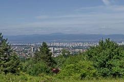 Paysage urbain de capitale bulgare Sofia du haut de montagne tout près Knyazhevo, Sofia de Vitosha Photos stock