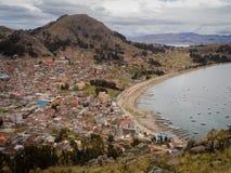 Paysage urbain de Copacabana en Bolivie, le Lac Titicaca photos stock