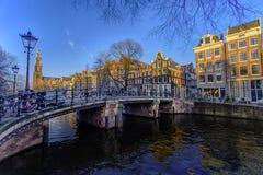 Paysage urbain de coucher du soleil d'Amsterdam Photos stock