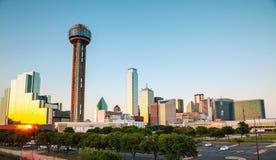 Paysage urbain de Dallas le soir images libres de droits
