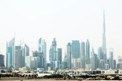 Paysage urbain de Dubaï avec des gratte-ciel Photo stock