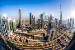 Paysage urbain de Dubaï avec l'architecture futuriste moderne, Emirats Arabes Unis Image libre de droits