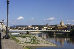 Paysage urbain de Florence au temps de jour dans la saison d'été, avec le pont d'Amerigo Vespucci Images stock