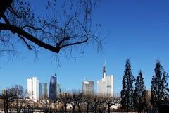 Paysage urbain de Francfort avec des gratte-ciel Image libre de droits