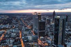 Paysage urbain de Francfort sur Main Allemagne la nuit Photo stock