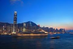Paysage urbain de Hong Kong au crépuscule Photo stock