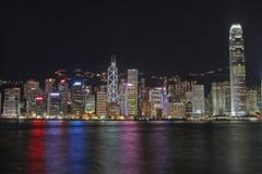 Paysage urbain de Hong Kong la nuit Photographie stock