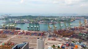 Paysage urbain de jour de Singapour de temps-faute de logistique de port de récipient Casserole  clips vidéos