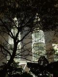 Paysage urbain de Kuala Lumpur avec la Tour jumelle la nuit Photos stock