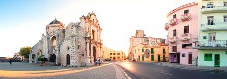 Paysage urbain de La Havane avec St Francis d'église de Paula Photo libre de droits