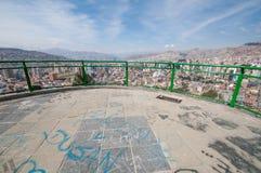 Paysage urbain de La Paz, Bolivie avec la montagne d'Illimani se levant en Th Photos libres de droits