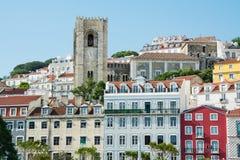 Paysage urbain de Lisbonne, vue de la vieille ville Alfama photographie stock