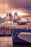 Paysage urbain de Londres avec la vue de gratte-ciel de la Tamise Image stock