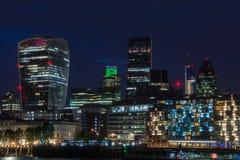 Paysage urbain de Londres la nuit Photographie stock