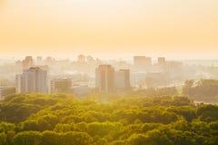 Paysage urbain de Minsk, Belarus Saison d'été, coucher du soleil Photos stock