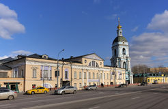 Paysage urbain de Moscou, rue de Yauzskaya Image stock