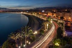 Paysage urbain de Nice en Côte d'Azur au crépuscule, France Image stock