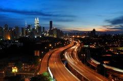 Paysage urbain de nuit à Kuala Lumpur. Photographie stock