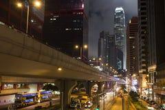 Paysage urbain de nuit de Hong Kong Photographie stock libre de droits