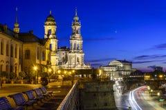 Paysage urbain de nuit de vieille ville de Dresen Photos libres de droits