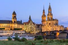 Paysage urbain de nuit de vieille ville de Dresen au coucher du soleil Image stock