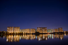 Paysage urbain de nuit, Hall photographie stock libre de droits