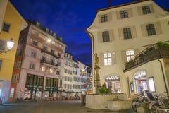 Paysage urbain de nuit de Zurich Images stock