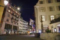 Paysage urbain de nuit de Zurich Photos libres de droits