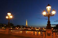 Paysage urbain de Paris la nuit. Photographie stock libre de droits
