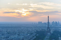 Paysage urbain de Paris la nuit Image libre de droits