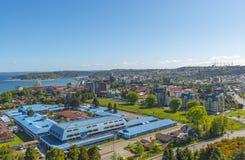 Paysage urbain de Puerto Montt en ?t?, Chili photo stock
