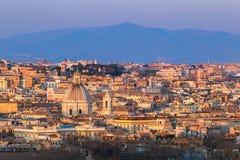 Paysage urbain de Rome, Italie, au coucher du soleil en automne, une vue de la colline de Gianicolo Janiculum images libres de droits