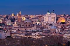 Paysage urbain de Rome, Italie, au coucher du soleil en automne, une vue de la colline de Gianicolo Janiculum photographie stock libre de droits