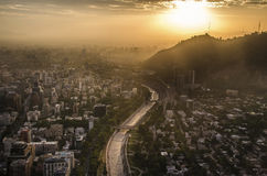 Paysage urbain de Santiago de Chile au coucher du soleil photo libre de droits