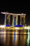 Paysage urbain de Singapour la nuit, Singapour - 17 janvier 2015 Image libre de droits