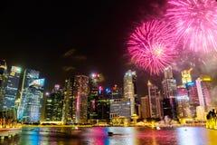 Paysage urbain de Singapour la nuit, Singapour - 17 juillet 2015 Photographie stock libre de droits