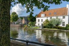 Paysage urbain de Sneek à 2e Oosterkade chez Looxmagracht image libre de droits