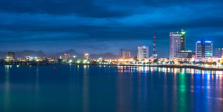 Paysage urbain de soirée de Danang Photo libre de droits