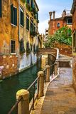 Paysage urbain de Venise, bâtiments, canal de l'eau et pont l'Italie Photographie stock libre de droits