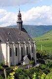Paysage urbain de village Beilstein à la rivière de la Moselle photographie stock