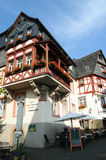 Paysage urbain de village Beilstein à la rivière de la Moselle en Allemagne image libre de droits