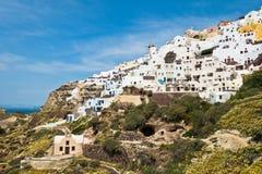 Paysage urbain de village d'Oia et de vue de caldeira au matin, île de Santorini Photographie stock libre de droits