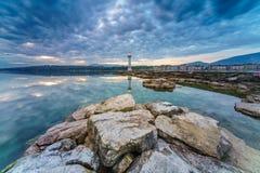 Paysage urbain de ville de Genève comme silhouette dans le lever de soleil Image stock