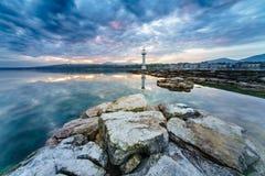Paysage urbain de ville de Genève comme silhouette dans le lever de soleil Photographie stock libre de droits