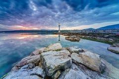 Paysage urbain de ville de Genève comme silhouette dans le lever de soleil Photos stock