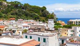 Paysage urbain de ville de Lacco Ameno Île d'ischions Images libres de droits
