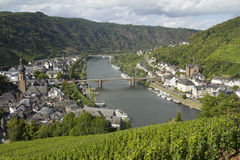Paysage urbain de vue élevée de Cochem du château avec la rivière de la Moselle Image libre de droits