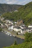 Paysage urbain de vue élevée de Cochem du château avec la rivière de la Moselle Photographie stock libre de droits