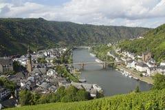 Paysage urbain de vue élevée de Cochem du château avec la rivière de la Moselle Images stock